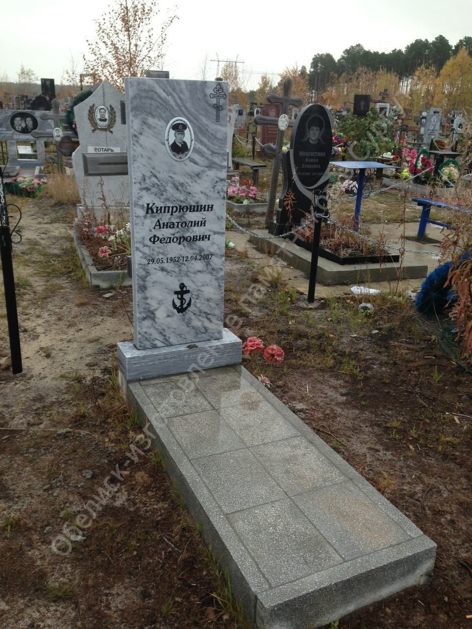 Памятники на кладбище цены сургут телефоны надгробная плита цены фотошоп